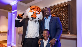 Ronnie Brown with his son and Aubie during Black Alumni Weekend